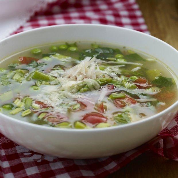 Jarní polévka minestrone s těstovinovou rýží  Foto: Knorr