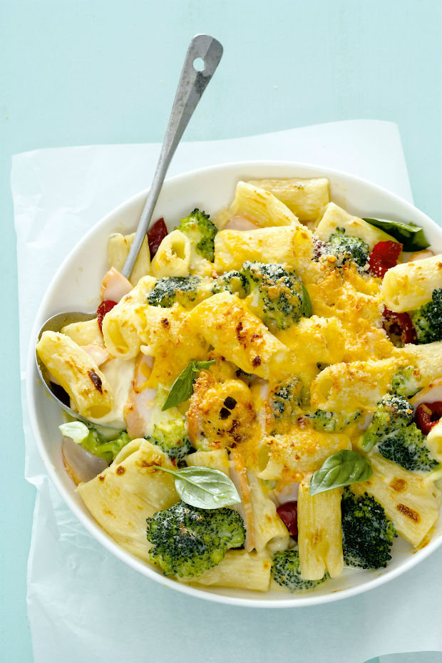 Uzené kuře s těstovinami a brokolicí Foto: