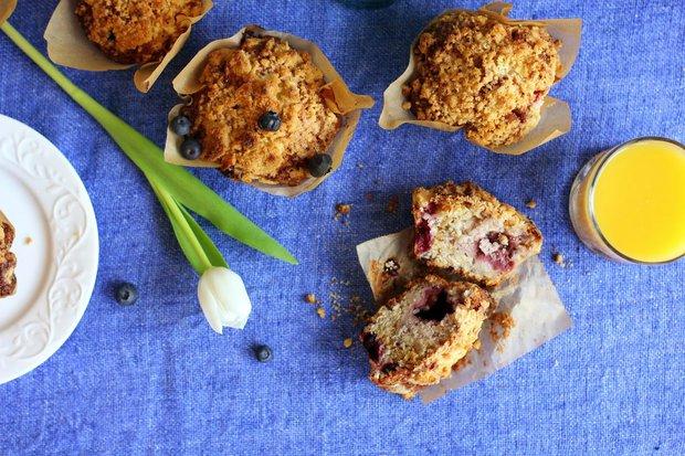 Muffiny s lesním ovocem a drobenkou Foto: