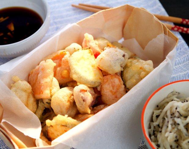 Zeleninová tempura a salát z bílé ředkve Foto: