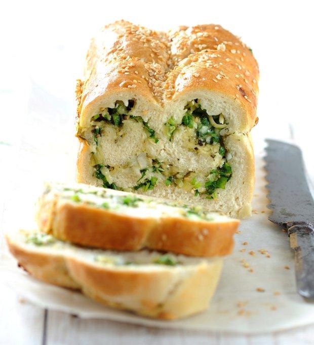 Chléb se sýrem a bylinkami Foto: