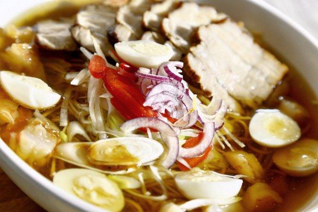 Vietnamská polévka s vepřovým bůčkem Foto: