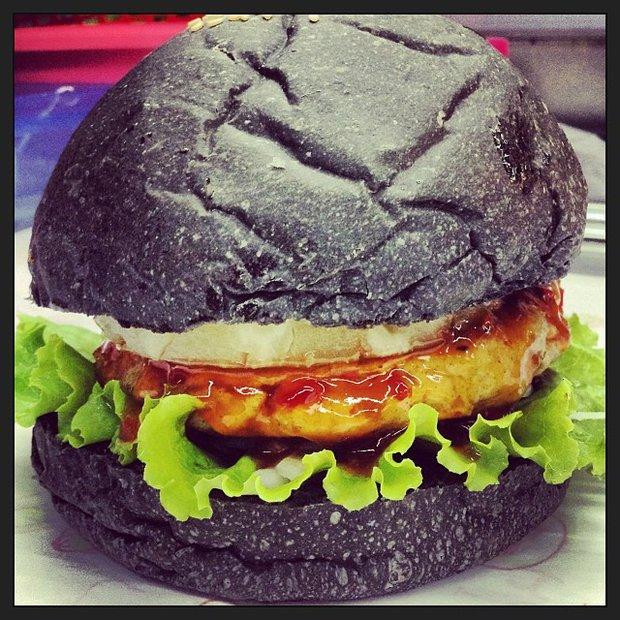 Kuro Burger s aktivním uhlím Foto: