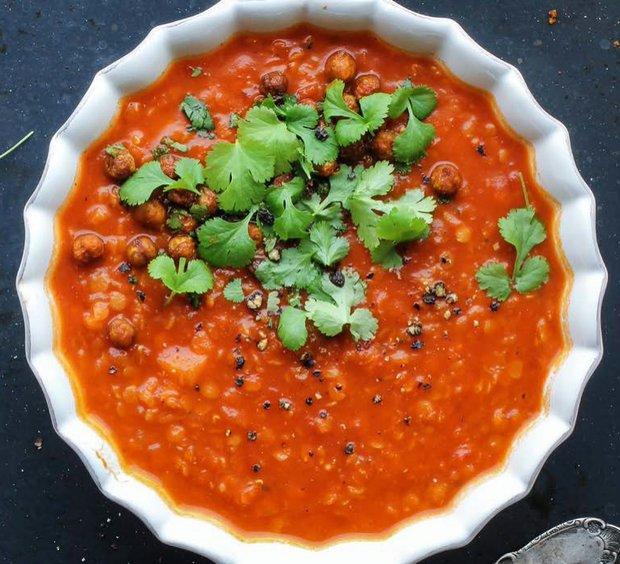 Polévka z červené čočky s rajčaty  Foto: