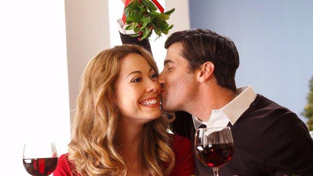 Víte, proč je dobré se během adventu políbit pod jmelím? Foto: