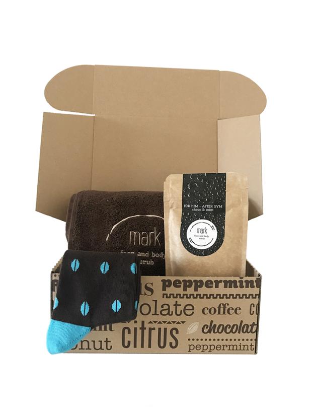 Vánoční balíček MARK Christmas package, obsahuje kávový peeling, teplé ponožky a osušku. 968 Kč, markscrub.cz Foto: