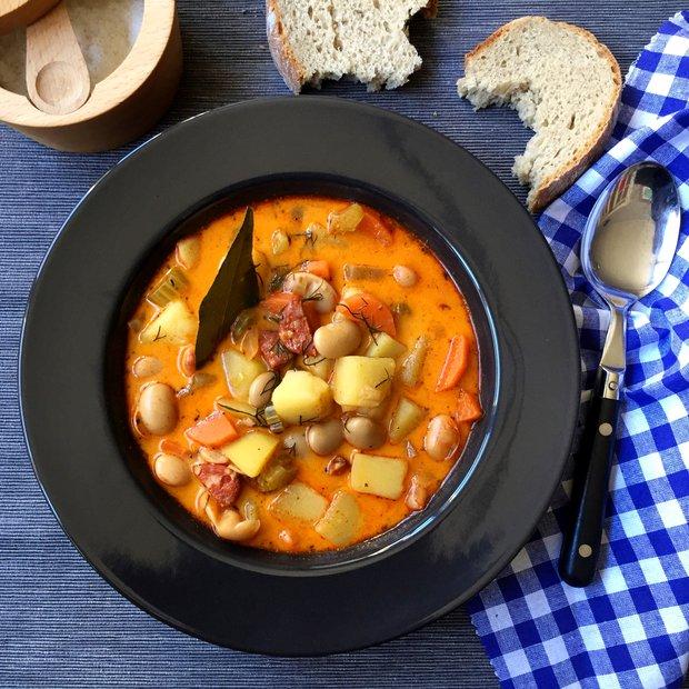 Fazolová polévka s uzenou paprikou  Foto: