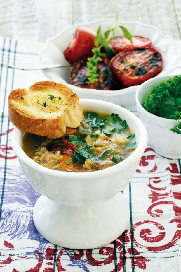 Zeleninová polévka s pečenými rajčaty Foto: