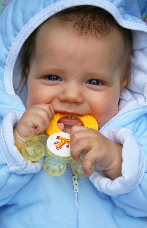 Když dětem rostou zoubky, maminka se moc nevyspí - Obrázek 2 Foto: