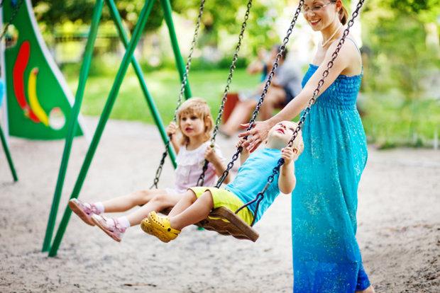 s dětmi na hřišti Foto: