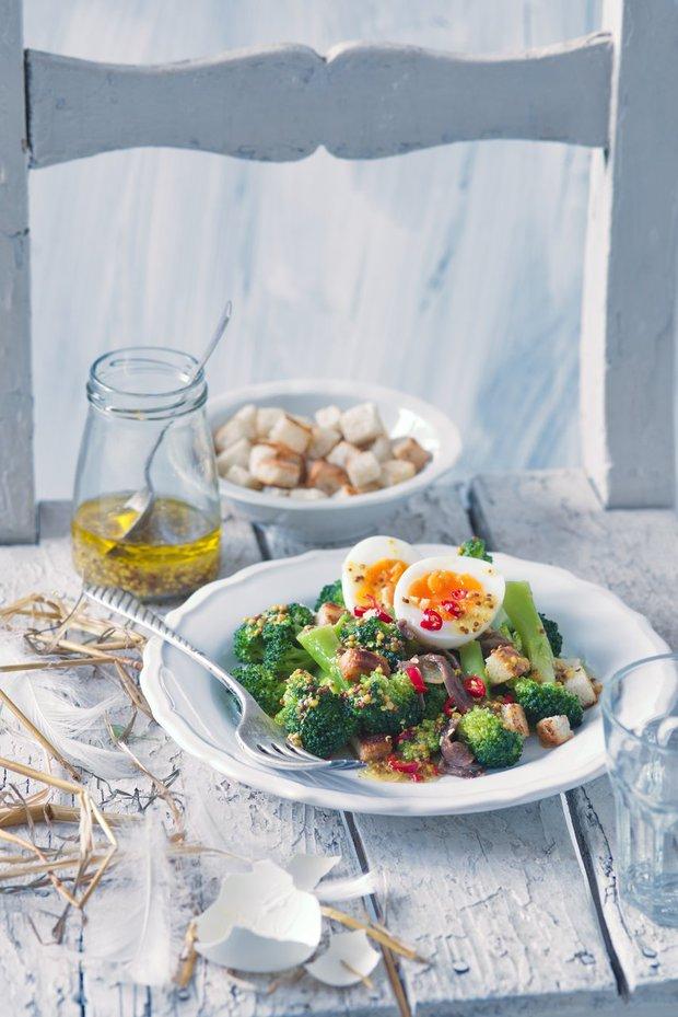 Pikantní salát zbrokolice a vajec sančovičkami 2 Foto: