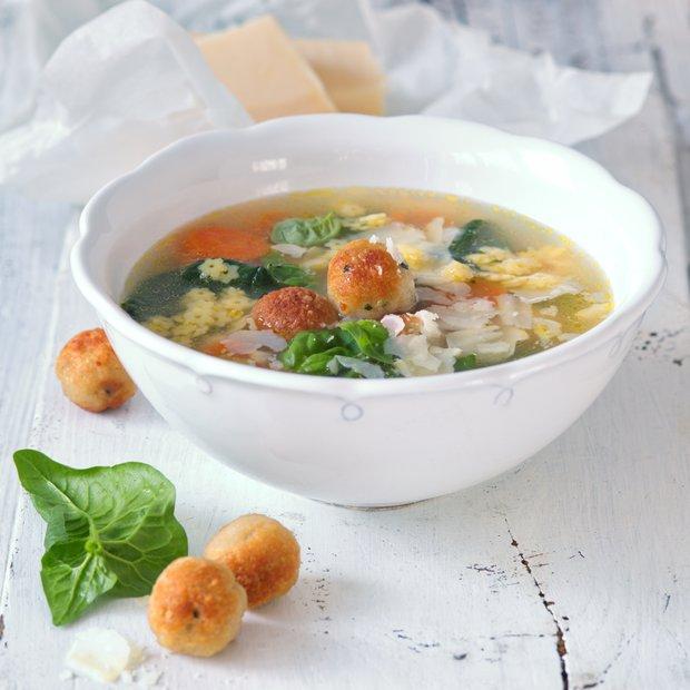 Jarní minestrone s kuřecími knedlíčky  Foto: