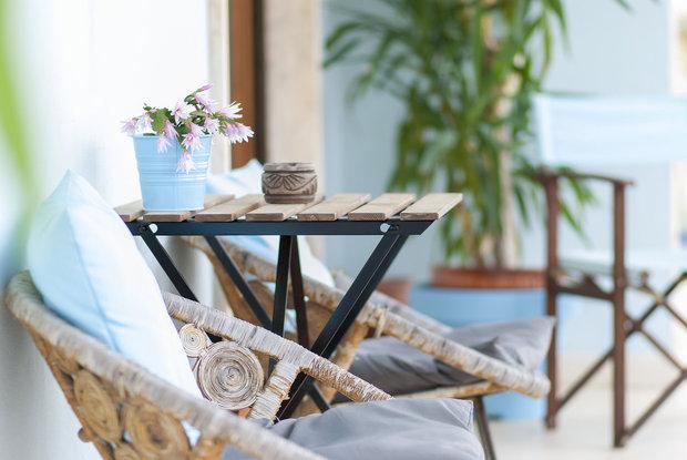 Obývací pokoj na balkoně je pro léto ideálem Foto: