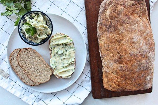Kváskový chléb s bylinkovým máslem 2 Foto: