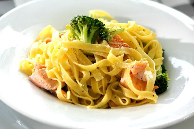 Tagliatelle s brokolicí a kousky lososa  Foto: Hermína / Prima