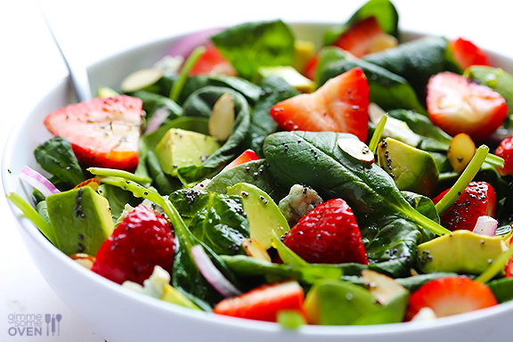 Strawberry-and-Avocado-Spinach-Salad-4 Foto: