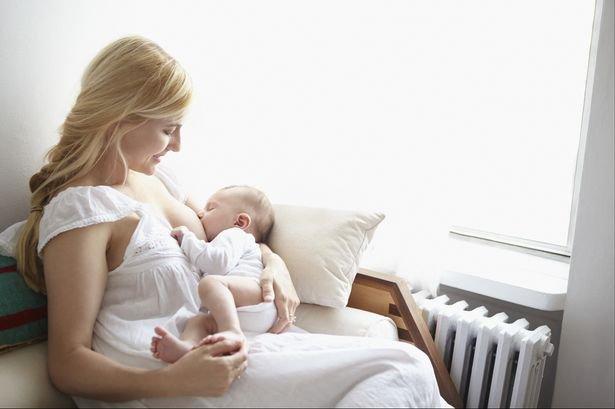 Jessica kojí syna své kamarádky - Obrázek 2 Foto: