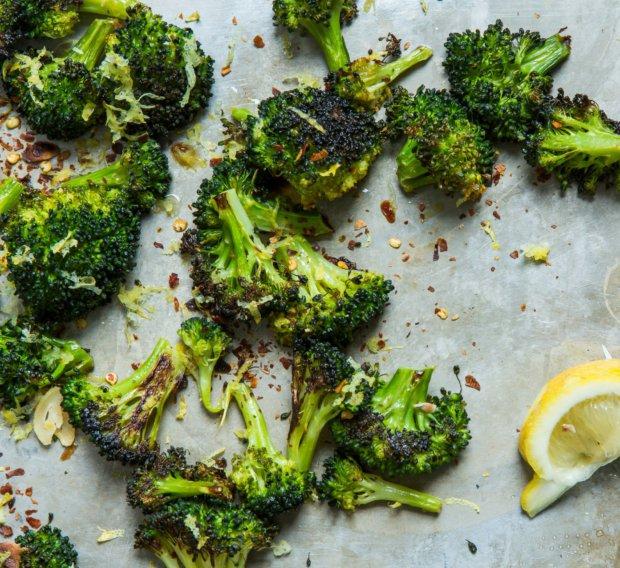 Pečená křupavá brokolice s česnekem a citronem  Foto: