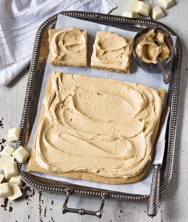Křehký koláč s karamelizovanou bílou čokoládou  Foto: