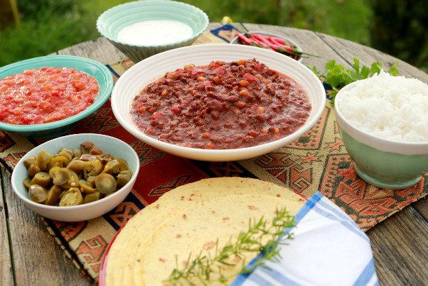 Chilli con carne s čokoládou, rýží a kukuřičnými tortillami  Foto: