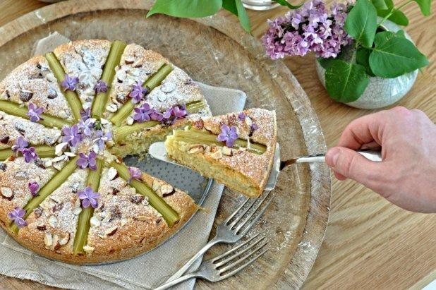 Mandlový koláč s rebarborou Foto: