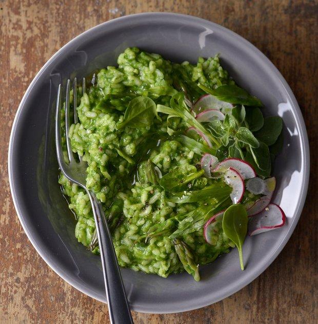 Zelené rizoto s chřestem, špenátem a bylinkami  Foto: