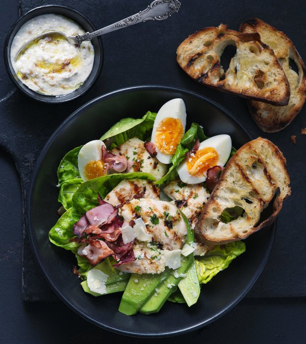 Salát Caesar s vejci a avokádem  Foto: