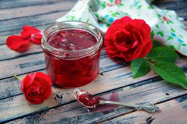 Želé s okvětními plátky růží Foto: