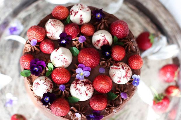 Čokoládový dort s jahodami  Foto: