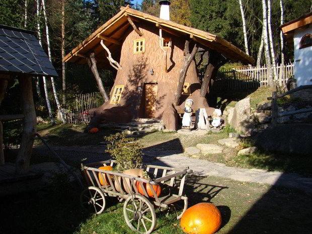 Pohádková vesnička Podlesíčko - originální ubytování, které rozzáří dětské oči Foto: