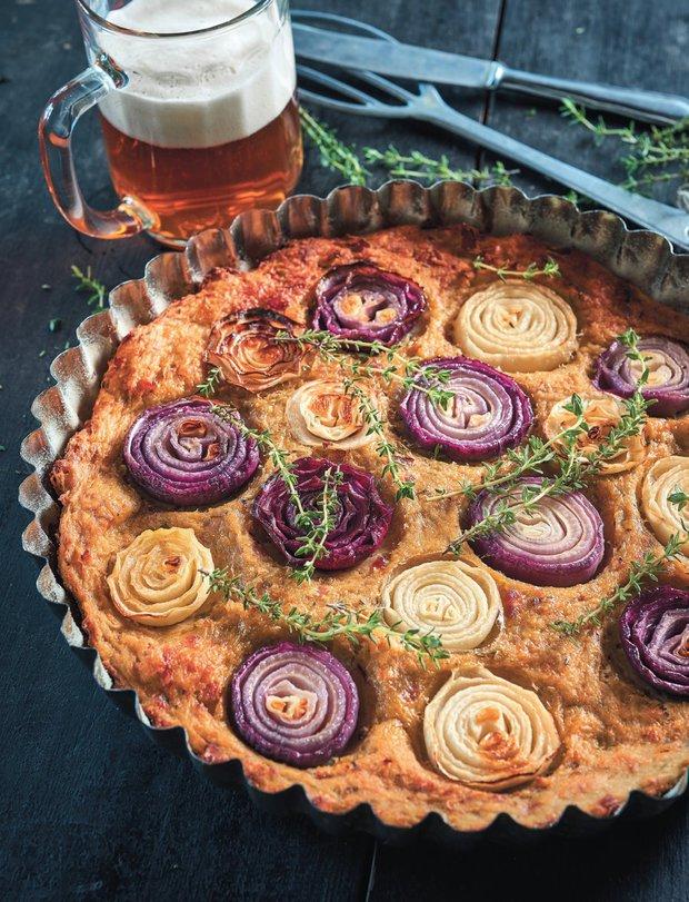 Cibulový koláč z bramborového těsta  Foto: