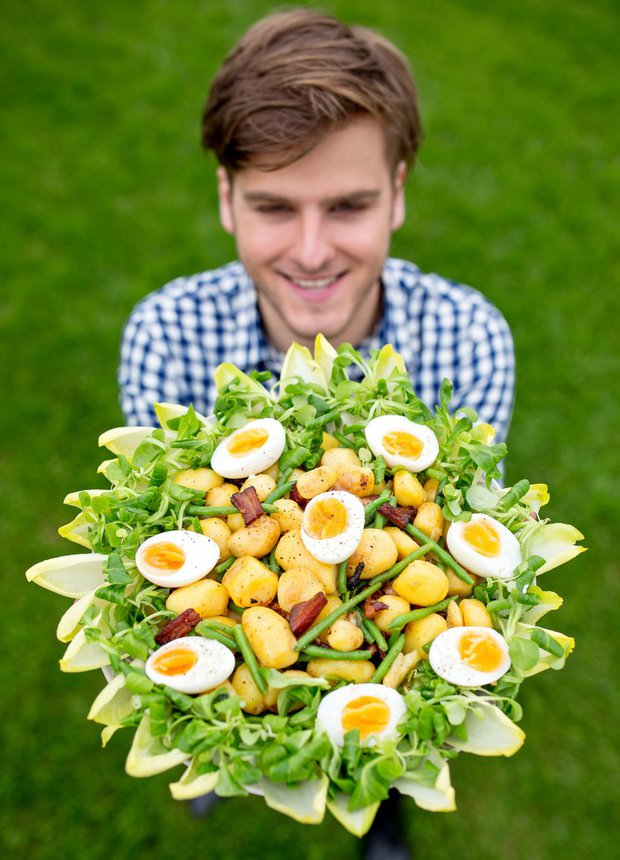 Lutyšský bramborový salát s fazolkami, čekankou a opečenou slaninou  Foto:
