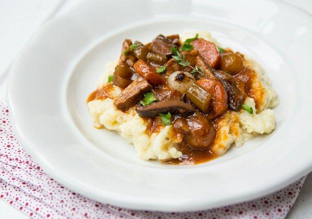Stew s houbami šitake a tempehem s bramborovo-celerovou kaší Foto: