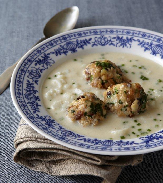 Květáková polévka s tyrolskými knedlíčky Foto: