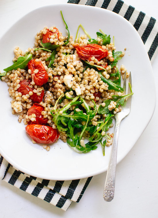 roasted-cherry-tomato-arugula-and-sorghum-salads-1 Foto: