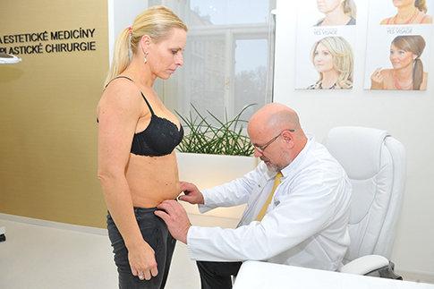 Nezávazná konzultace Jany s ošetřujícím lékařem na Klinice YES VISAGE 002 Foto: