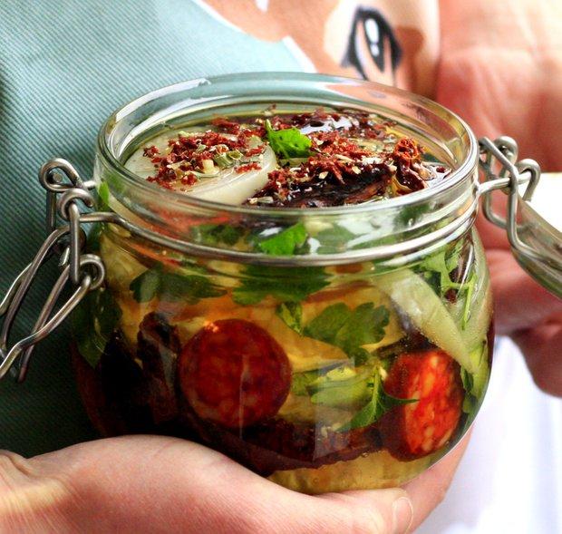 Naložený hermelín s pestem z medvědího česneku  Foto: