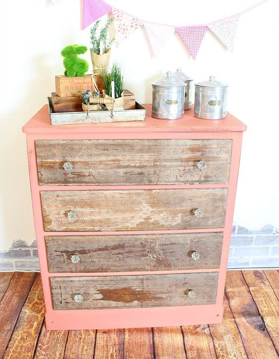 Dřevo s výraznou barvou funguje vždy. Foto: