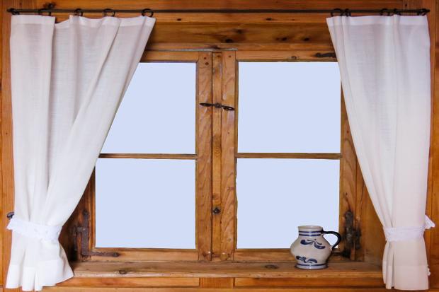 Zkontrolujte, zda jsou okna i dveře neporušené... Foto: