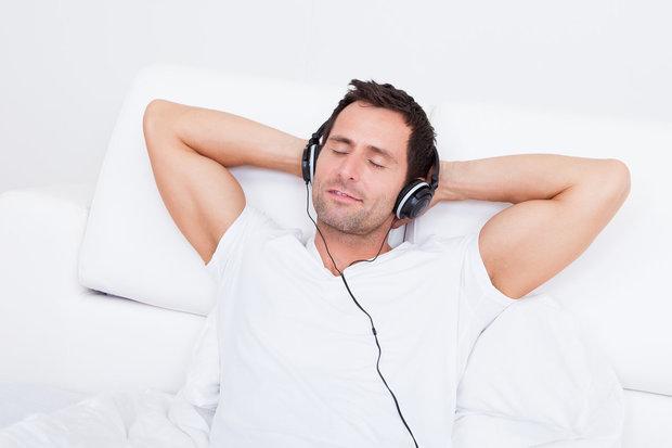 Muž se sluchátky Foto:
