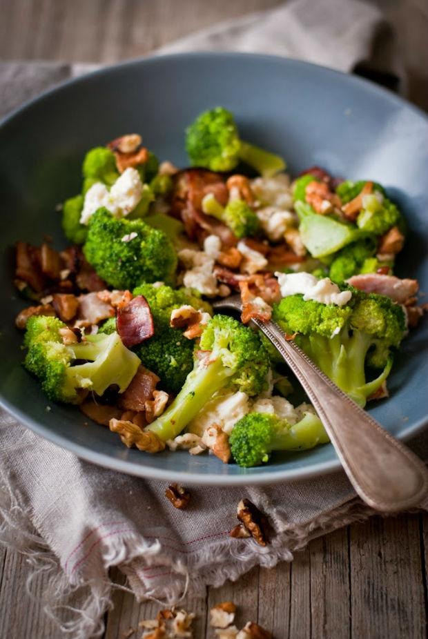Brokolice se slaninou, mozzarellou a ořechy Foto: Sweet pixel blog