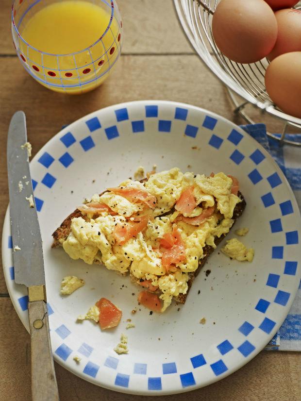 Míchaná vajíčka s uzeným lososem  Foto: isia.com