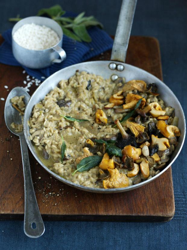 Houbové rizoto s mandlemi a křupavou šalvějí Foto: isifa.com