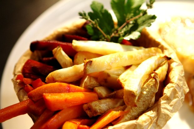 Medové kotletky s pivem a zeleninovými hranolky  Foto: