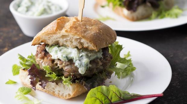 Pikantní jehněčí hamburger