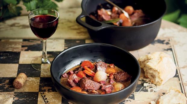 Hovězí na víně po burgundsku