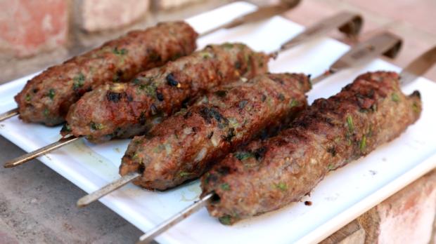 Jehněčí kebab sjogurtovou omáčkou