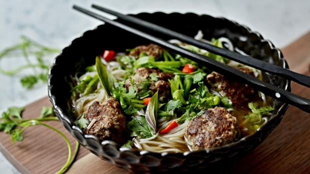 Asijská knedlíčková polévka