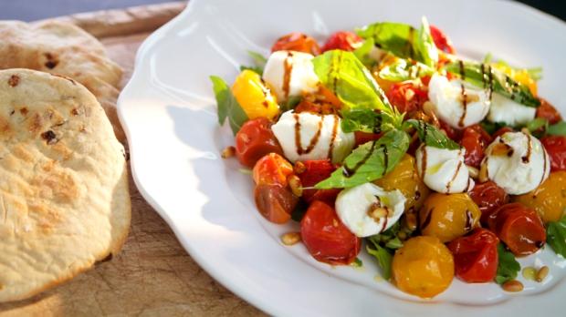 Salát zpečených cherry rajčátek