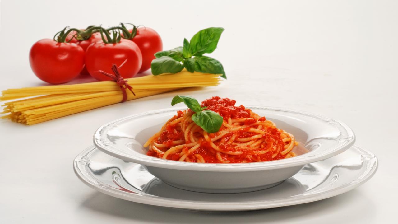 Chuť a vůně Itálie: Špagety srajčatovým pyré abazalkou